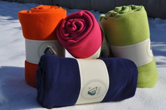 Fleecetæppe med logo tryk. Med broderet logo reklame eller præget logo
