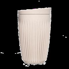 355 ml Huskee kaffekrus med låg, produceret af kaffeskaller